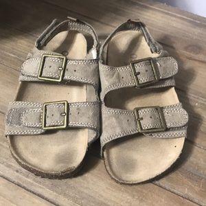 Oshkosh sandals size 7.5 toddler
